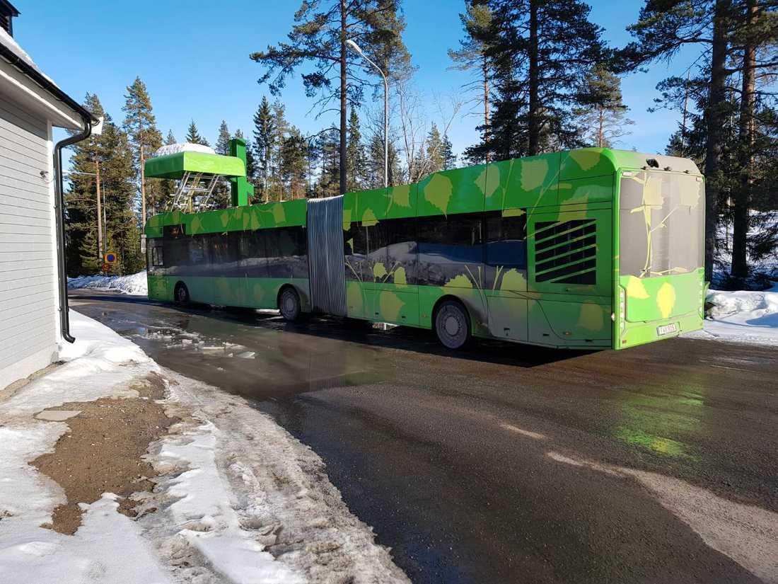 Busschaufförerna tvingas klä på sig ordentligt för att inte frysa.