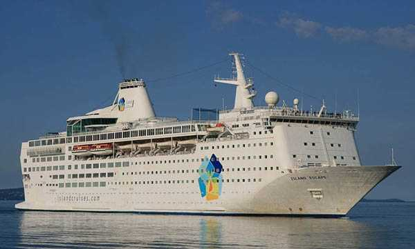 Det tidigare kryssningsfartyget Ocean Gala skulle bli flyktingboende.