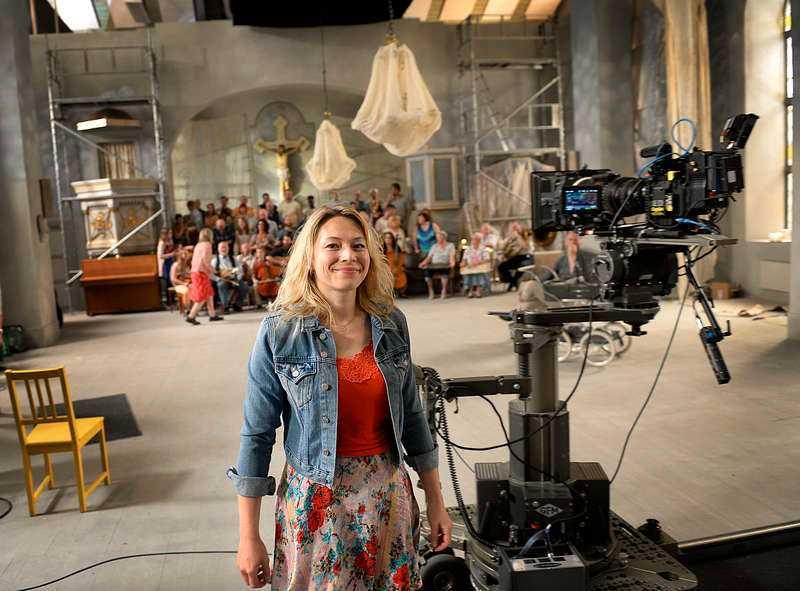 """Frida Hallgren har saknat karaktären Lena. """"Hon är modig, rättfram och rolig """", säger skådespelerskan, som just nu spelar in """"Så ock på jorden"""" i en sporthall i Boden."""