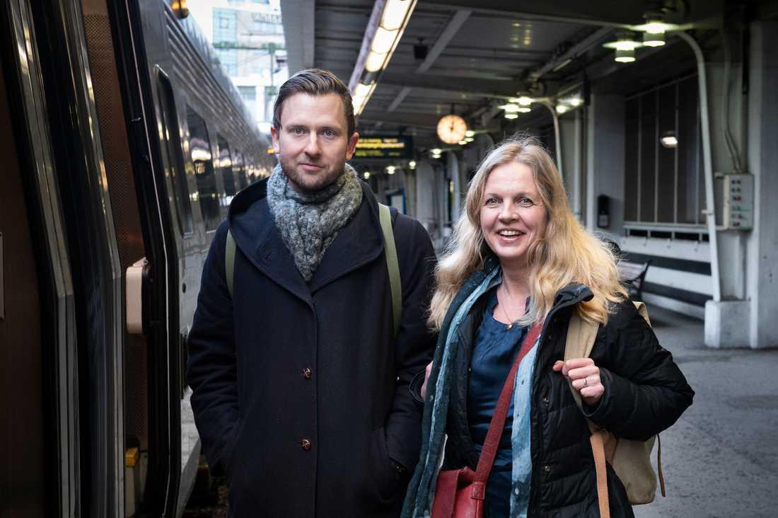 Andreas Sidkvist och Susanna Elfors vill få människor att välja tåget.