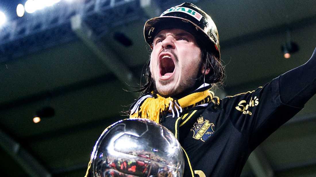 Här firar Bojan Djordjic ligaguldet med AIK 2009.