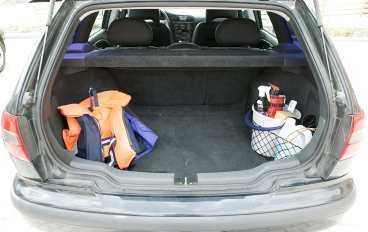 Vi gillar inte/Volvo V40  Sportkombi i all ära, men måste det vara så trixigt att få in barnvagnen?