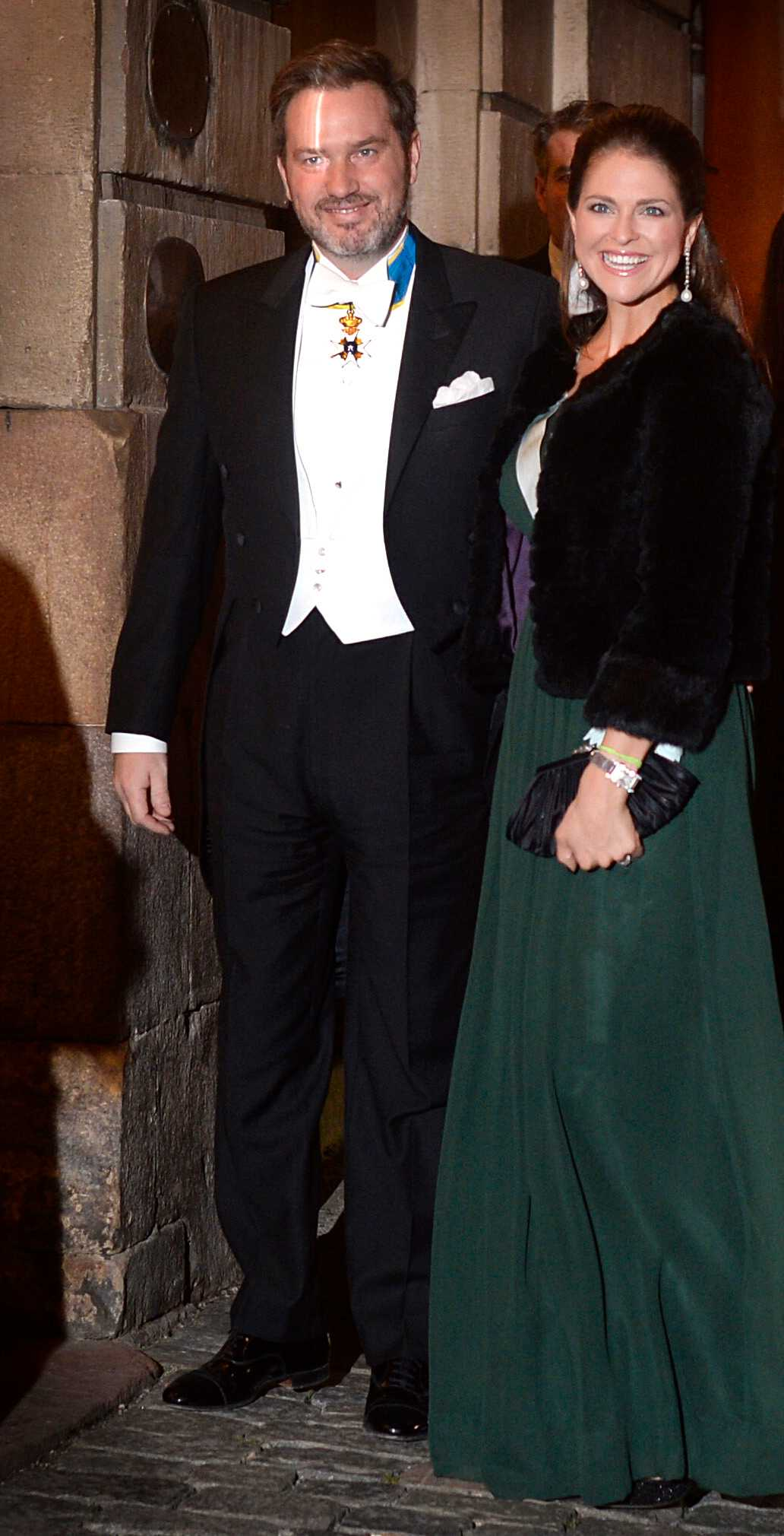Prinsessan i grön aftonklänning och pälsjacka från det svenska märket By Malina.