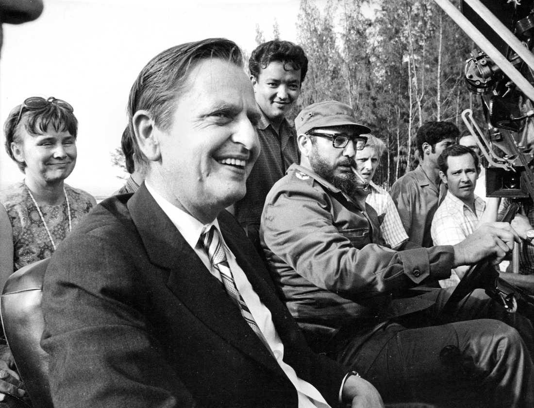 Lisbet och Olof Palme på åktur med Fidel Castro i Santiago de Cuba under besöket 1975.