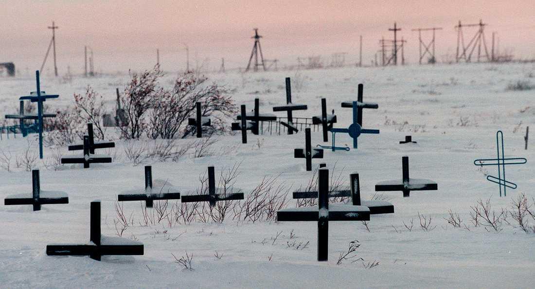 En gammal kyrkogård för tyska krigsfångar vid ett av Stalintidens läger i Vorkuta i norra Ryssland. Bara några mil bort satt Oleg Sentsov i fånglägret i Labytnangi. Arkivbild.