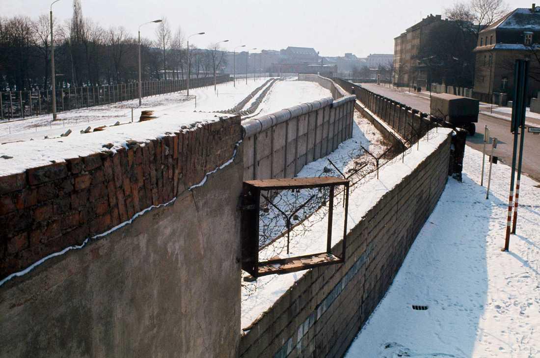En del av Berlinmuren medan den stod på plats. Arkivbild.