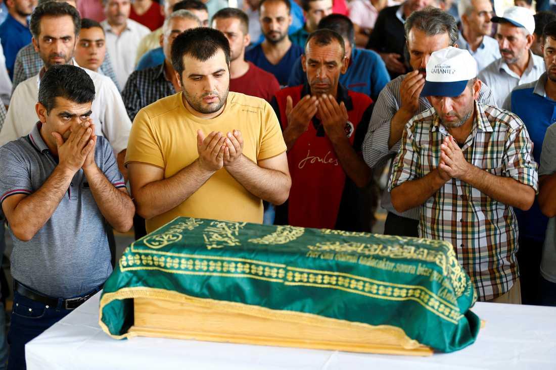 3-månaders babyn Sehriban Nurbay som föll offer i självmordsattacken begravdes på söndagen.