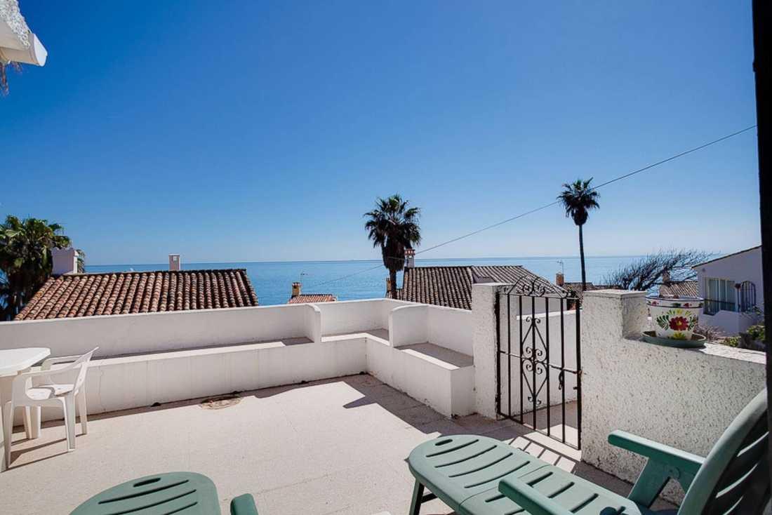 I Linda Bengtzings nya Spanienvilla har hon en terass på 15 kvadratmeter.