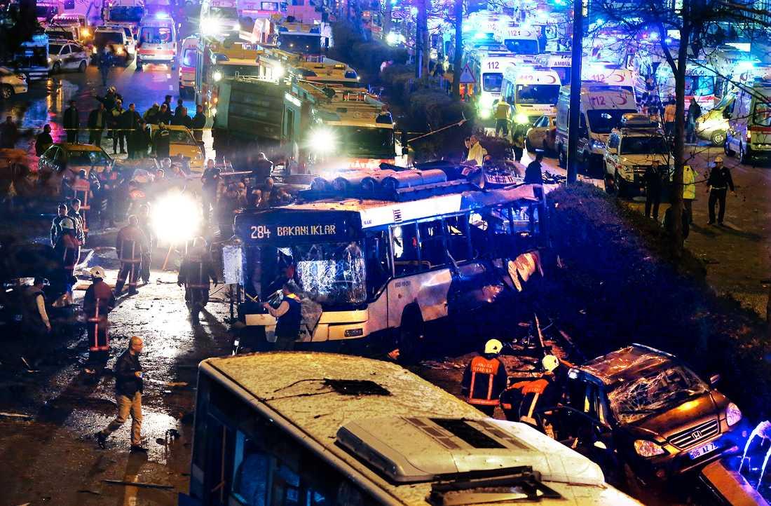 Minst 37 människor dödades i söndgens bilbomb i centrala Ankara.
