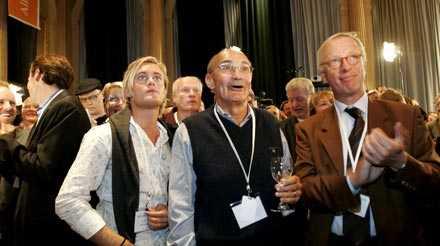 Hög stämning SVT:s siffror väckte jubel på moderaternas valvaka. Här jublar bland andra förre partiledaren Ulf Adelsohn och EU-parlamentarikern Gunnar Hökmark.