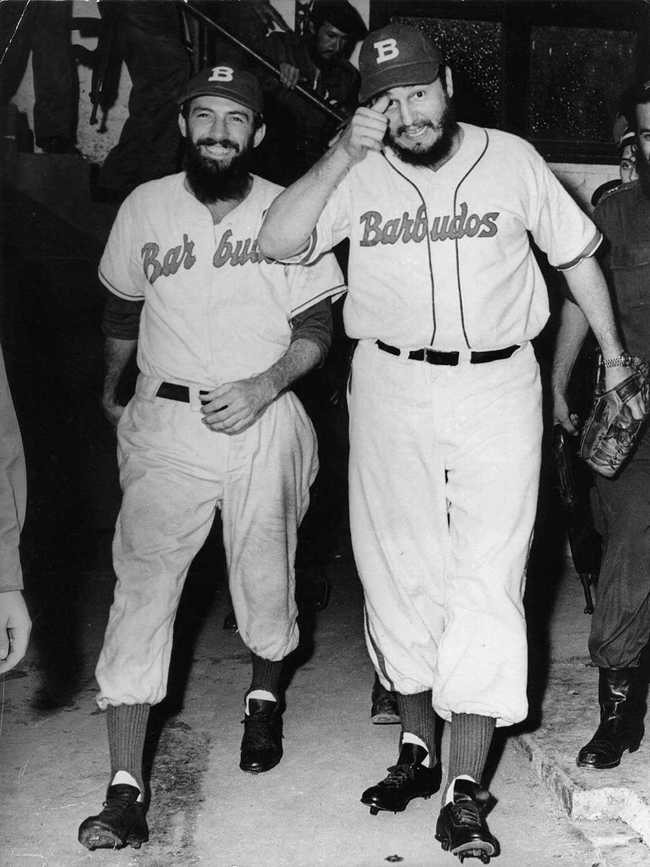 Baseboll är en av Kubas populäraste sporter. Bilden är från 1959 när Fidel Castro och Camilo Cienfuegos spelade en match tillsammans med andra kubanska revolutionärer.