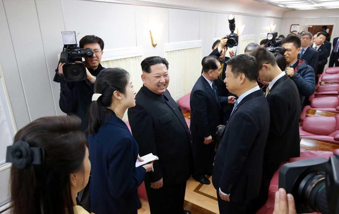 Nyhetsbyrån KCNA har släppt en film från Kims Kina-resa.