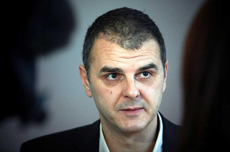 folkpartiet får betala Statssekreteraren Jasenko Selimovic har låtit skattebetalarna felaktigt stå för ett 20-tal resor som han gjort för Folkpartiet. Nu har partiet fått en faktura på 101 637 kronor.