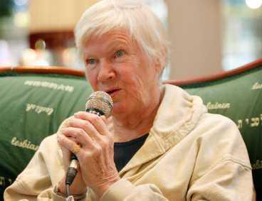 PRIDE FÖRTATTARE Författaren Birgitta Stenberg har skildrat livet bland bögar, lebbor och transar i 50-talets Europa.