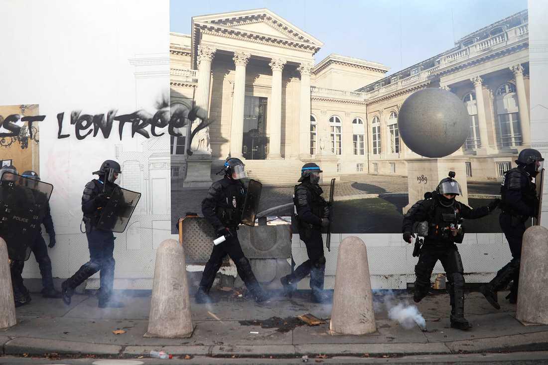 Demonstrationer bröt ut i Paris under lördagen.