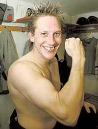 Mikael Lind spänner musklerna för ännu en säsong i elitserien.