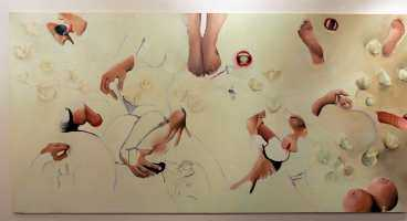 Några av konstnären Anna Jans omdiskuterade tavlor på biblioteket i Borlänge.