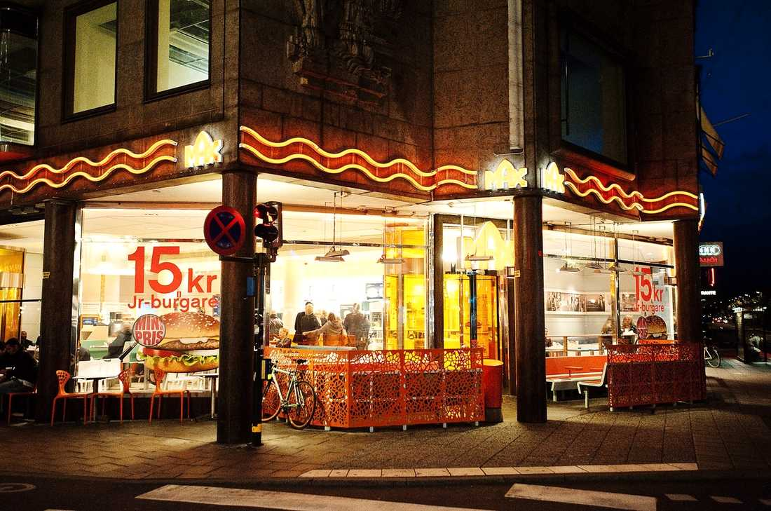 BROTTSPLATSEN Hamburgerrestaurangen där dödsmisshandeln ägde rum ligger vid Kungsträdgården i centrala Stockholm.