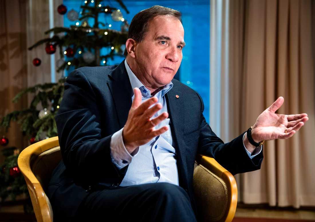 Statsminister Stefan Löfven säger att det pågår möten, utan medias insyn, mellan fyra partier i hopp om att få till nya regeringsförhandlingar efter julledigheten.
