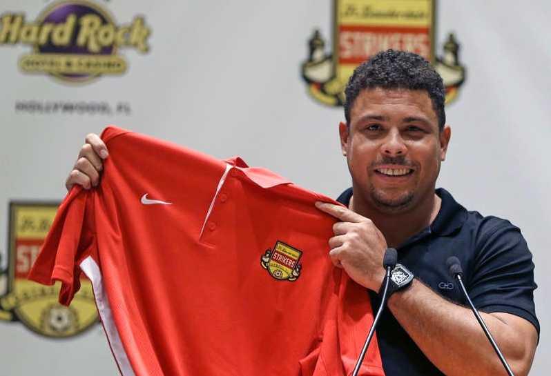 Januari 2015 Går in som minoritetsägare i NASL-laget Fort Lauderdale Strikers.