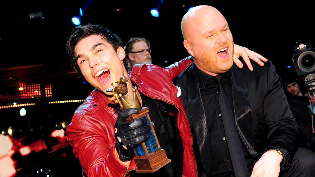 """Eric Saade vann finalen i Melodifestivalen 2011 med låten """"Popular"""", skriven av Fredrik Kempe (till höger)."""