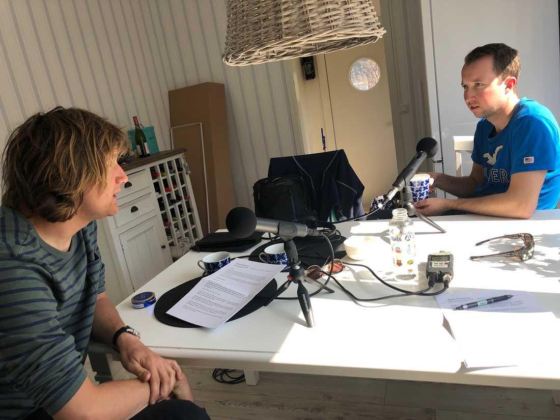Rikard N Skoglund berättar i en öppenhjärtig podcast bland annat om dagen då pappa Anders dog i en bilolycka