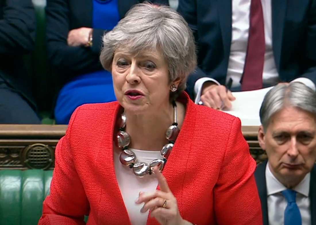 En hes Theresa May talar i det brittiska underhusets brexitdebatt.