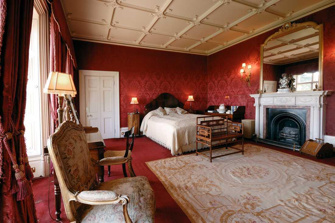 De som lyckas boka vistelsen får spendera natten i ett av slottets sovrum.