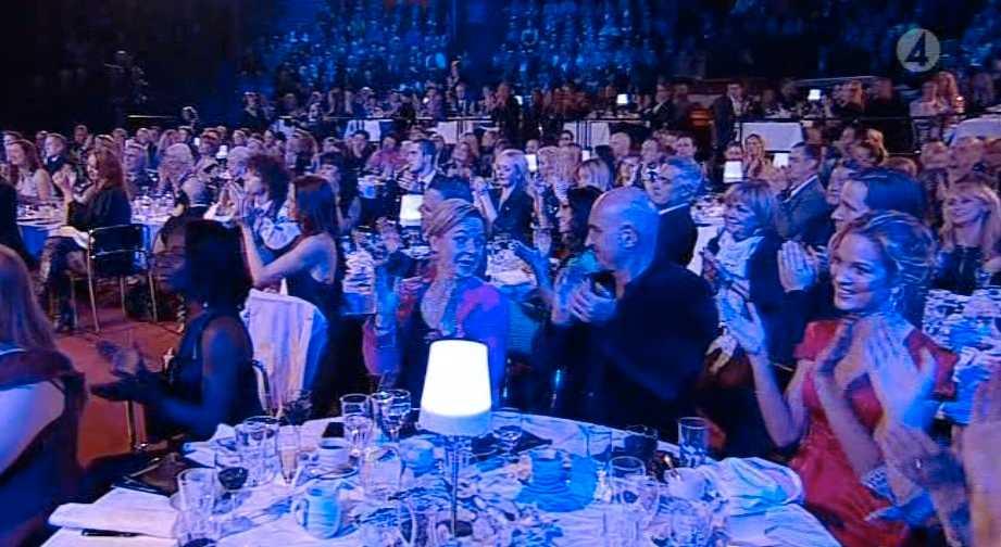 Många kändisar i publiken. I bild, bland andra Marie Serneholt och Micael Bindefeld.