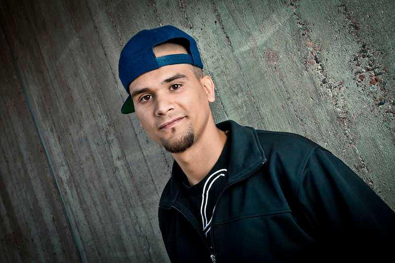 """I låten """"Agenda"""" rappar artisten Daniel """"Dani M"""" Monserrat om en osynlig elit som """"äger media""""."""