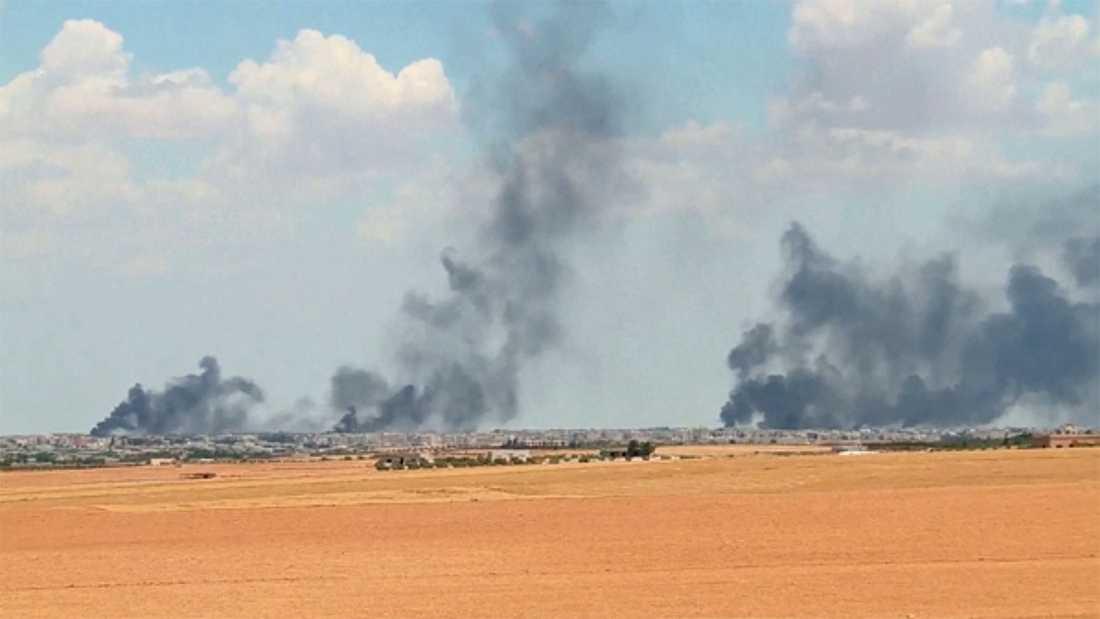 Flera personer ska ha tvingats fly från stridigheterna i den syriska staden Manbij.