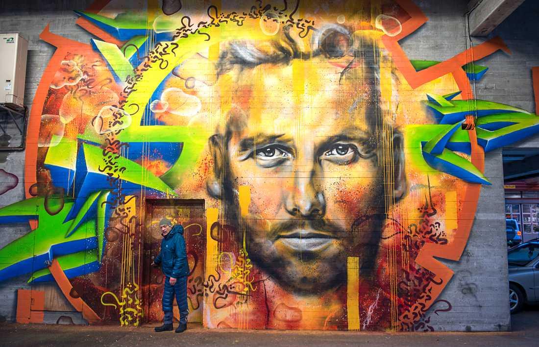 Street Art i Bergen, Norge, hyllar den avlidne Ari Behn som begravdes på fredagen i Oslos domkyrka.