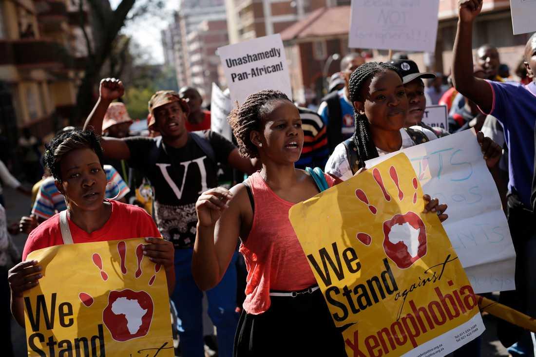 Människor deltar i en protestmarsch mot xenofobiska attacker i Johannesburg 2015, efter en våldsvåg mot utländska medborgare i landet. Arkivbild.
