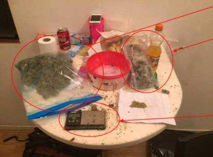 Bilder från polisens förundersökning visar narkotikan som hittades i mannens hem.