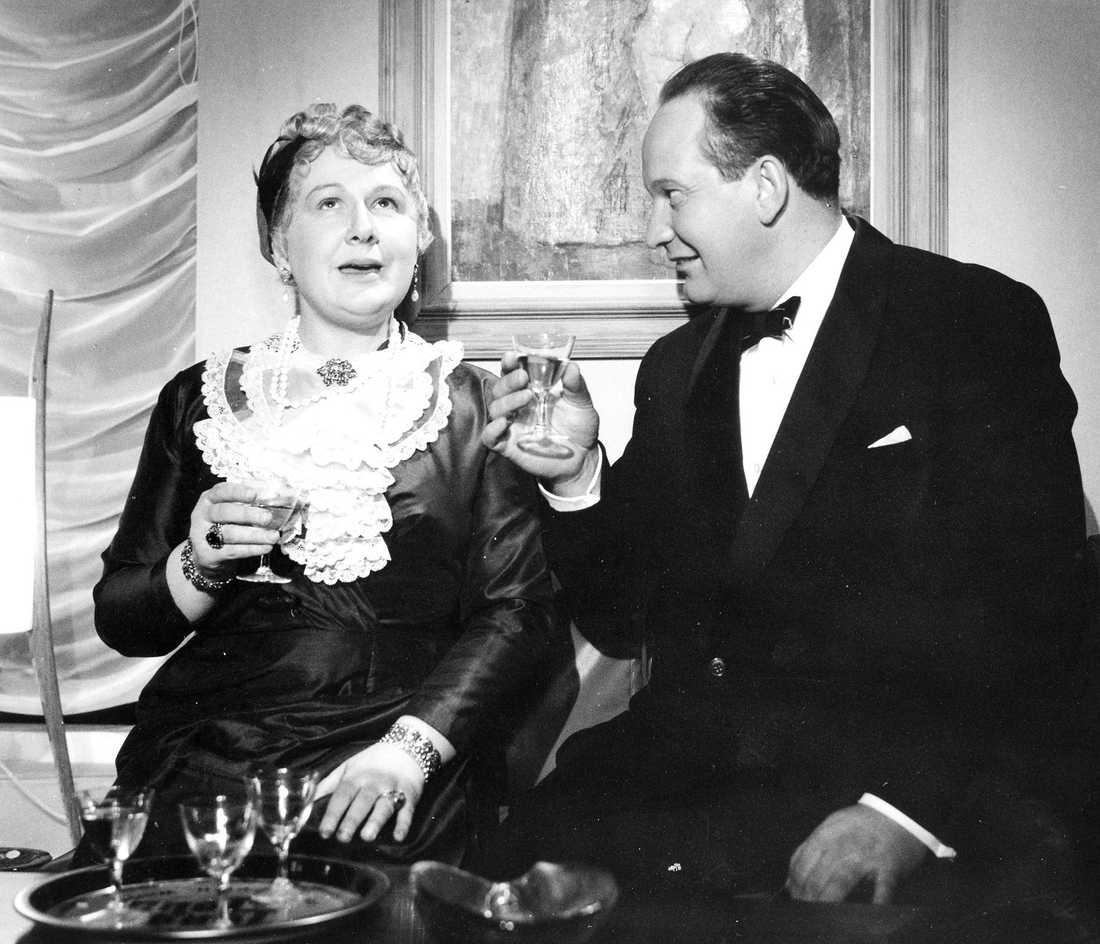 """1959: Fly mej en greve"""" Som Aunt Agda tillsammans med Carl-Gustaf Lindstedt."""