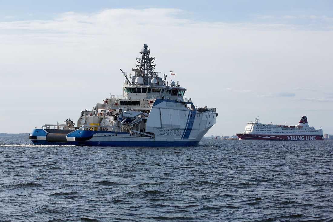 Finska kustbevakningen. Och en Finlandsfärja.