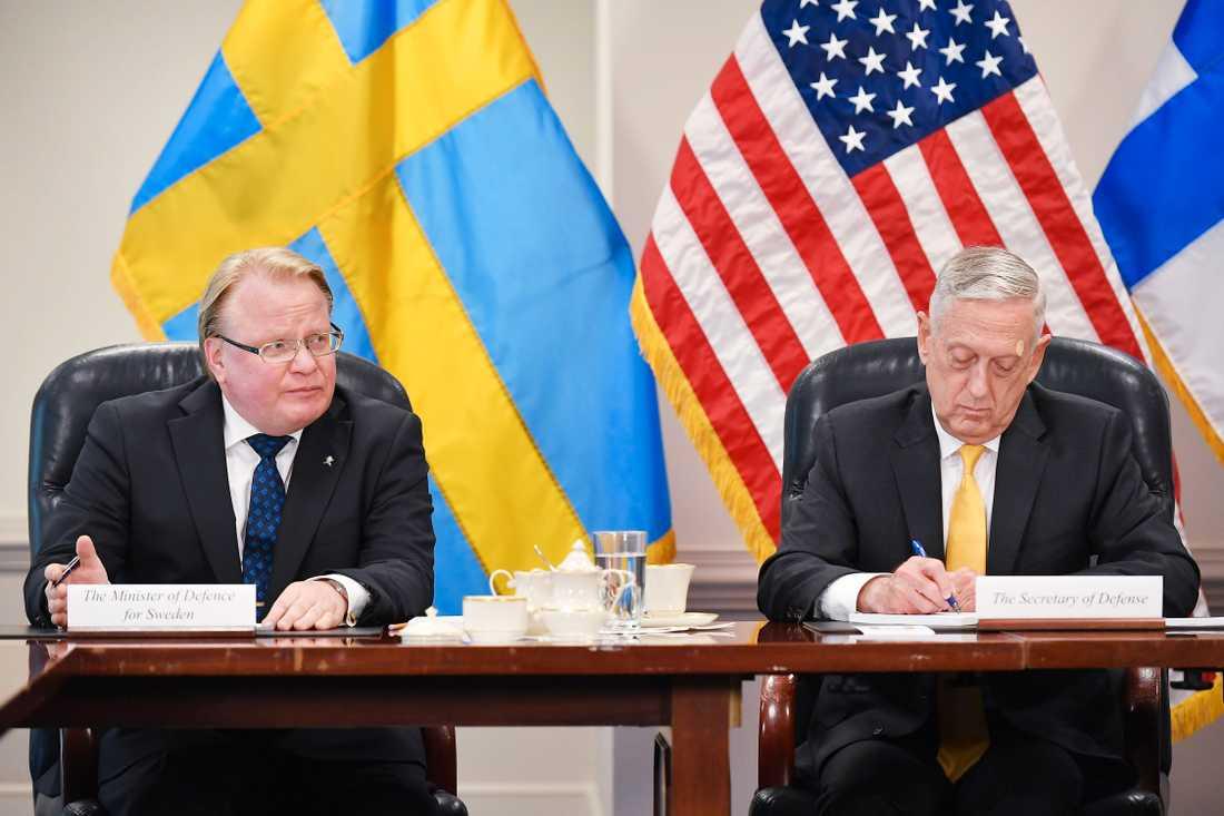 """Försvarsminister Peter Hultqvist (s) och USA:s försvarsminister James """"Mad dog"""" Mattis i Pentagon in Washington, DC on May 8, 2018."""