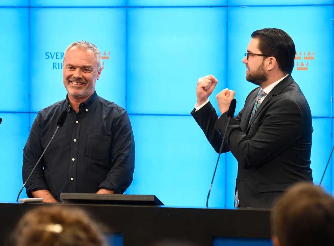 Jan Björklund och Jimmie Åkesson under pressträffen.