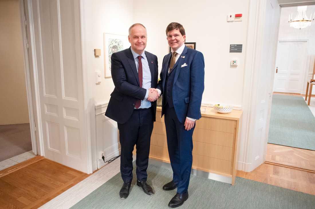 Jonas Sjöstedt möter talmannen Andreas Norlén