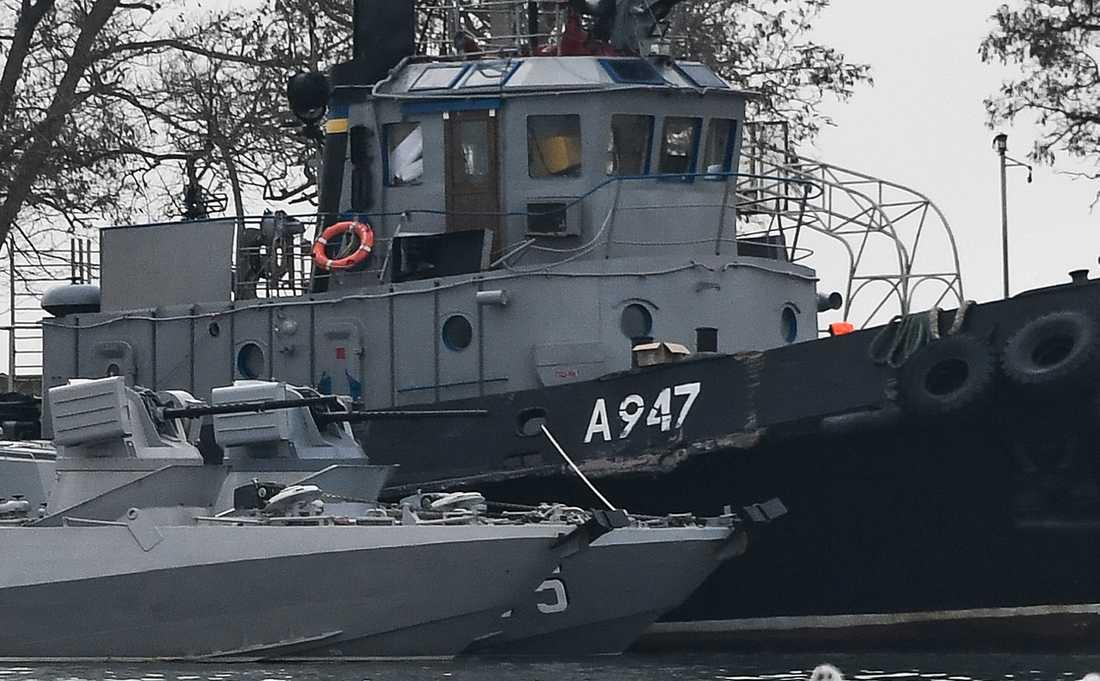 Skador på ett av de tre ukrainska fartyg som beslagtogs i november förra året.