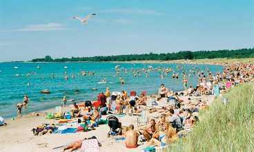 Tofta strand är full med folk på somrarna.