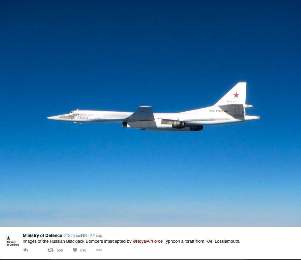 Brittiska försvarsministeriet lade i torsdags upp bilder på de ryska bombplanen som fotograferades efter att de färdats rakt under ett Icelandairs Stockholmsflight.