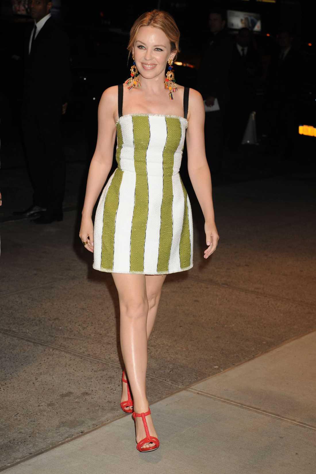 Kylie Minogue I New York på invigning av Dolce & Gabanna-butik.