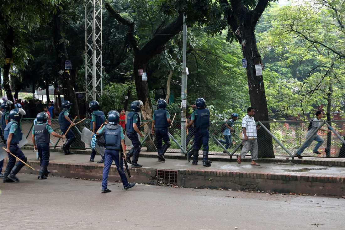 Polis och studenter har drabbat samman.