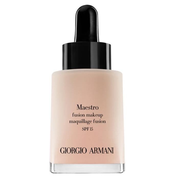 """""""Maestro fusion makeup"""", Giorgio Armani Trots att konsistensen är tunn och det krävs en inkörningsperiod för att komma underfund med appliceringen, så är det här en magiskt bra foundation med ett resultat som bäst kan beskrivas som din-hud-fast-bättre."""