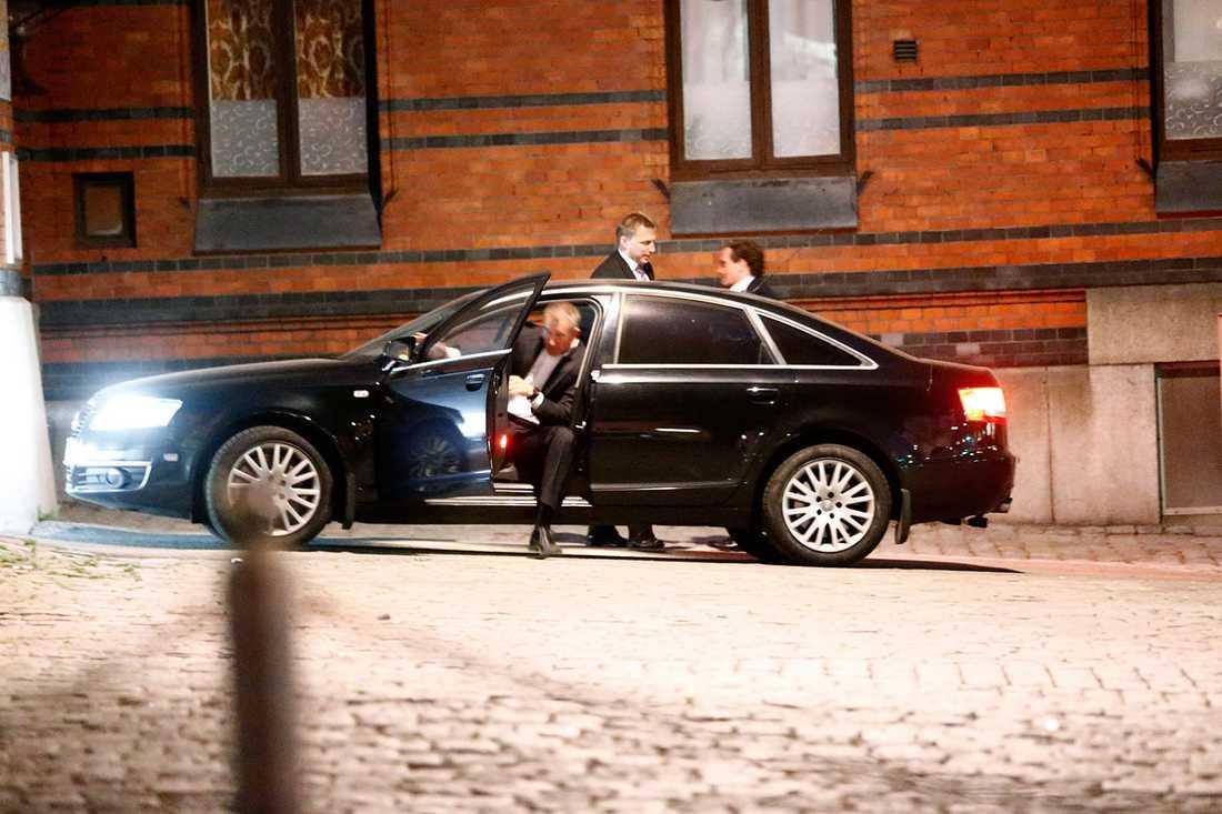 01.10 var Chris hemma vid Hovstallet,  dit han skjutsades av Säpo.