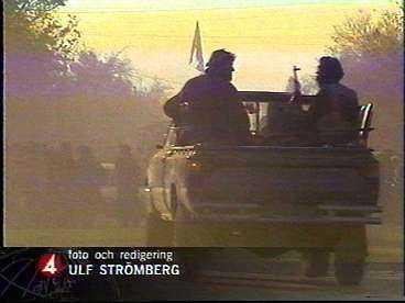 SISTA BILDEN FRÅN KUNDUZ Tungt beväpnade småpojkar stormade in i rummet där TV4:s fotograf Ulf Strömberg sov. När han vaknade och reste sig upp sköts han.