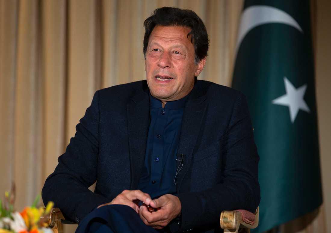 Pakistans premiärminister Imran Khan under en intervju i mars. Arkivbild.