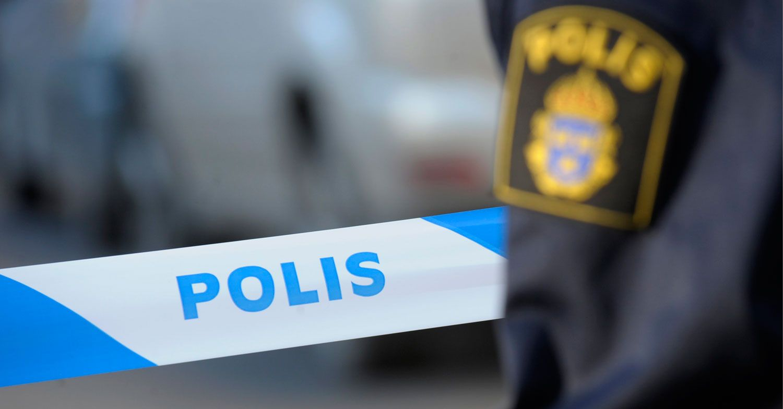 Barnfamilj hotades med pistol av maskerade rånare