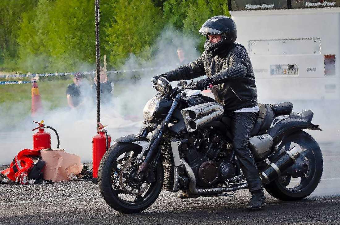 """""""PAPPA ÄLSKADE FARTEN""""  Ingemar """"Inke"""" Wallin älskade motorcyklar och vann så sent som den 20 maj i år dragracingtävlingen Lunda Shoot Out . """"Vi har åkt med honom sen barnsben"""", säger döttrarna."""